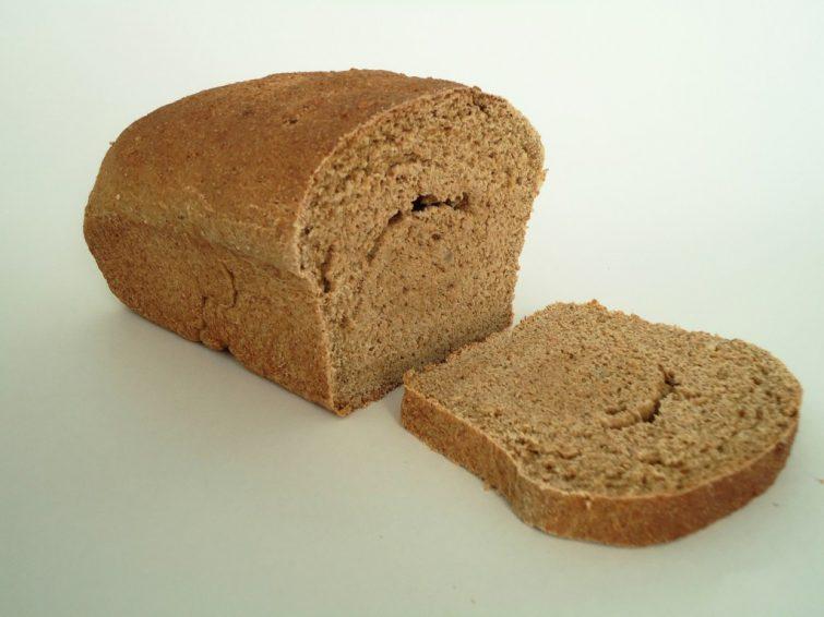 Pão caseiro de farinha de trigo integral