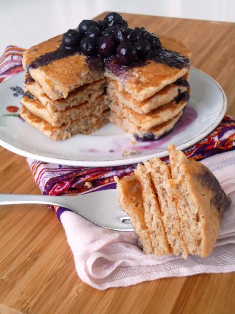 Compassionate Cuisine - Receitas vegetarianas - Panquecas com molho de mirtilos