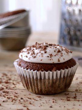 Cupcakes de chocolate com cobertura de coco - Receita Vegetariana