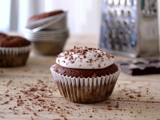 Cupcakes de chocolate com cobertura de coco
