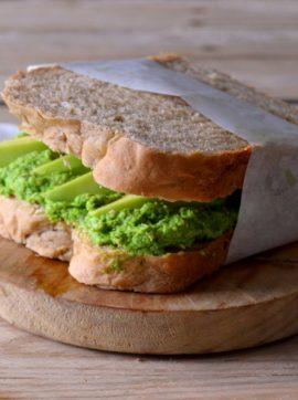 Sandes de pasta de ervilha com abacate - Receita Vegetariana