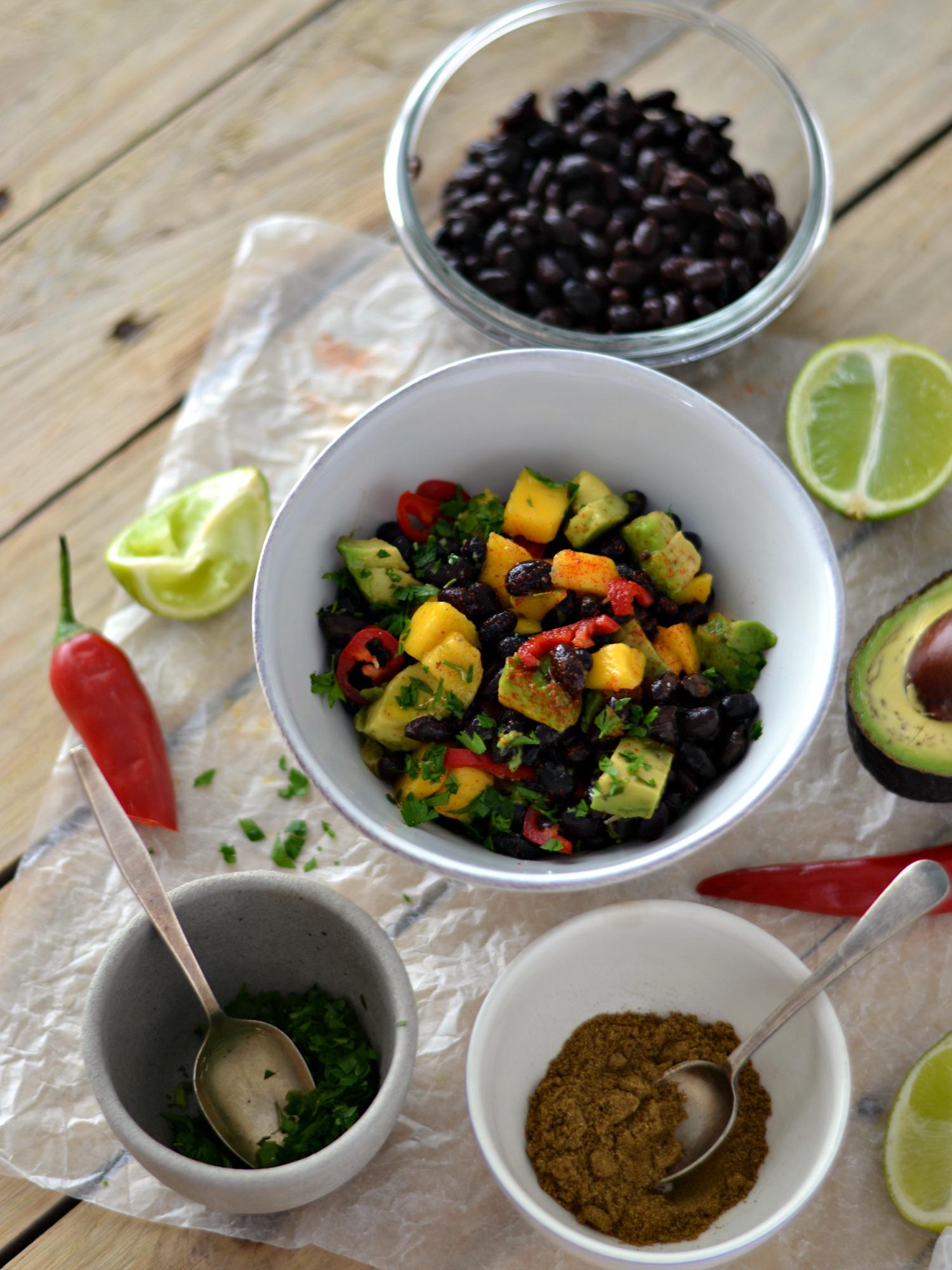 Salada de feijão preto, manga e abacate - Receita Vegetariana