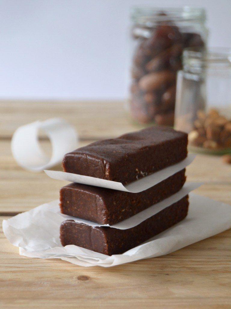 Compassionate Cuisine - Receitas vegetarianas - Barritas de chocolate e amêndoa que não precisam de ir ao forno