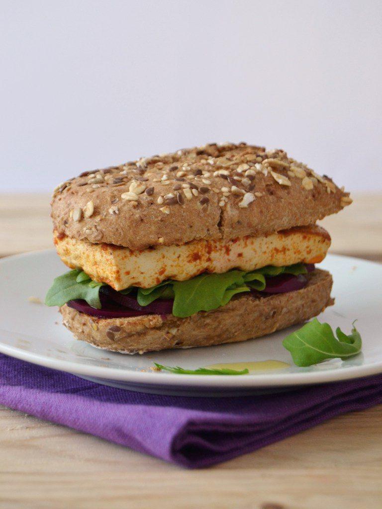 Compassionate Cuisine - Receitas vegetarianas - Sandes de tofu, pickle de beterraba e rúcula + Sumo de melancia