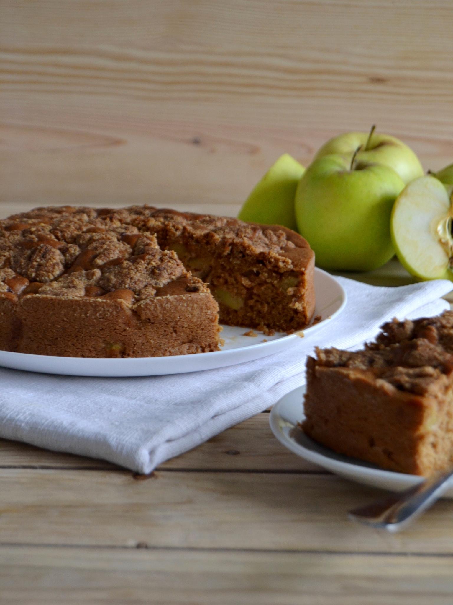 Bolo de maçã com crumble de amêndoa - Receita Vegetariana