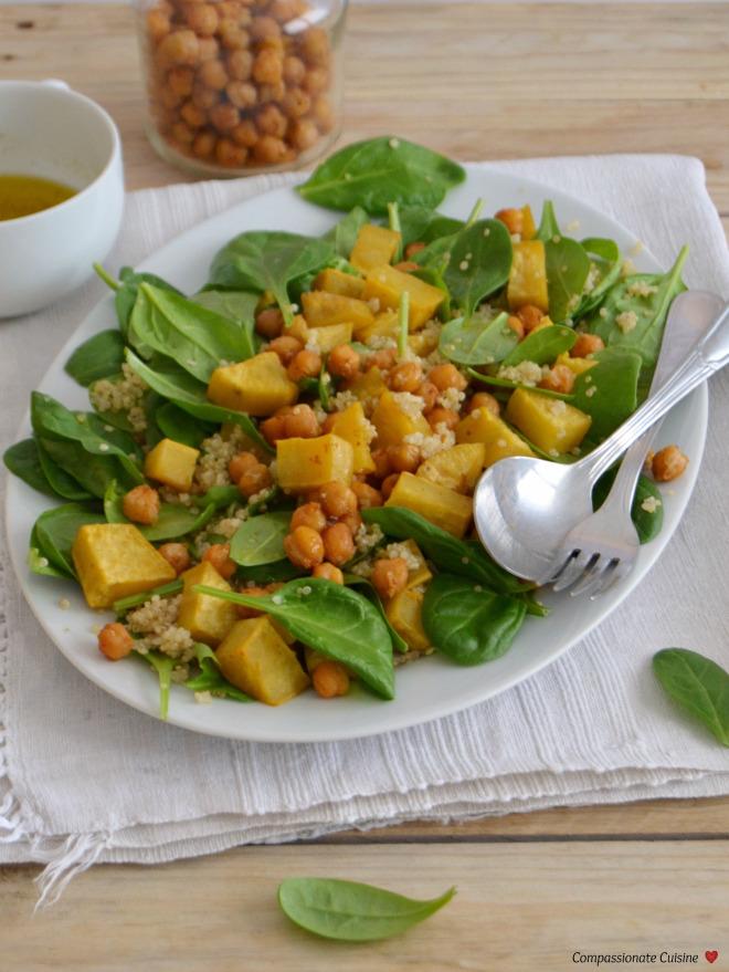 Salada morna outonal com batata doce assada e grão-de-bico crocante