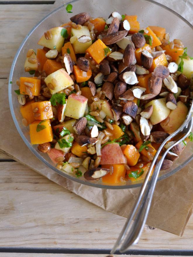 Compassionate Cuisine - Receitas vegetarianas - Salada morna de abóbora assada, espelta e maçã com molho picante de paprika e limão