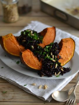 Abóbora recheada com arroz preto e pinhões - Receita Vegetariana