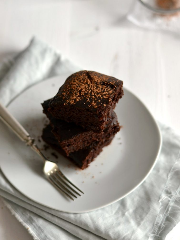 Brownies de beterraba e chocolate + aniversário do blog!