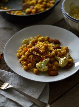 Cuscuz com couve-flor assada, grão e amêndoas - Receita Vegetariana