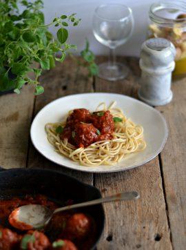 Almôndegas de lentilhas com molho de tomate - Receita Vegetariana