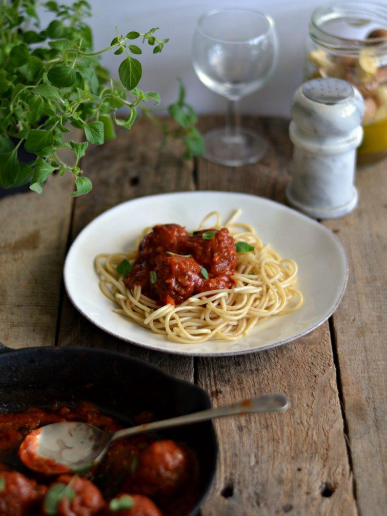 Almôndegas de lentilhas com molho de tomate