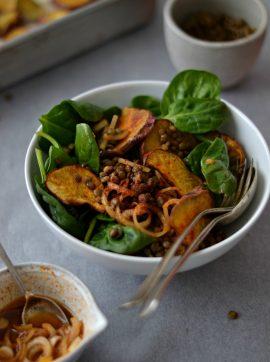 Salada de lentilhas, batata-doce crocante e paprika - Receita Vegetariana
