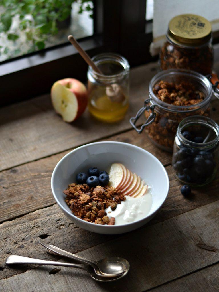 Compassionate Cuisine - Receitas vegetarianas - Granola crocante de amêndoa e banana