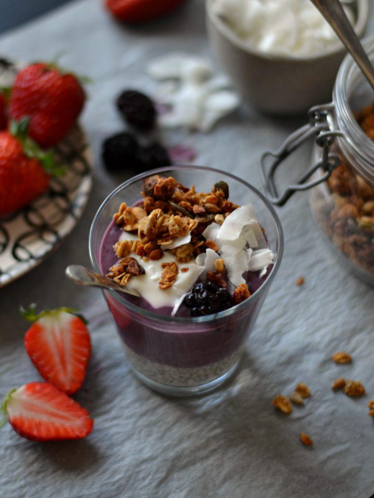 Compassionate Cuisine - Receitas vegetarianas - Batido de Morango, Amora e Iogurte