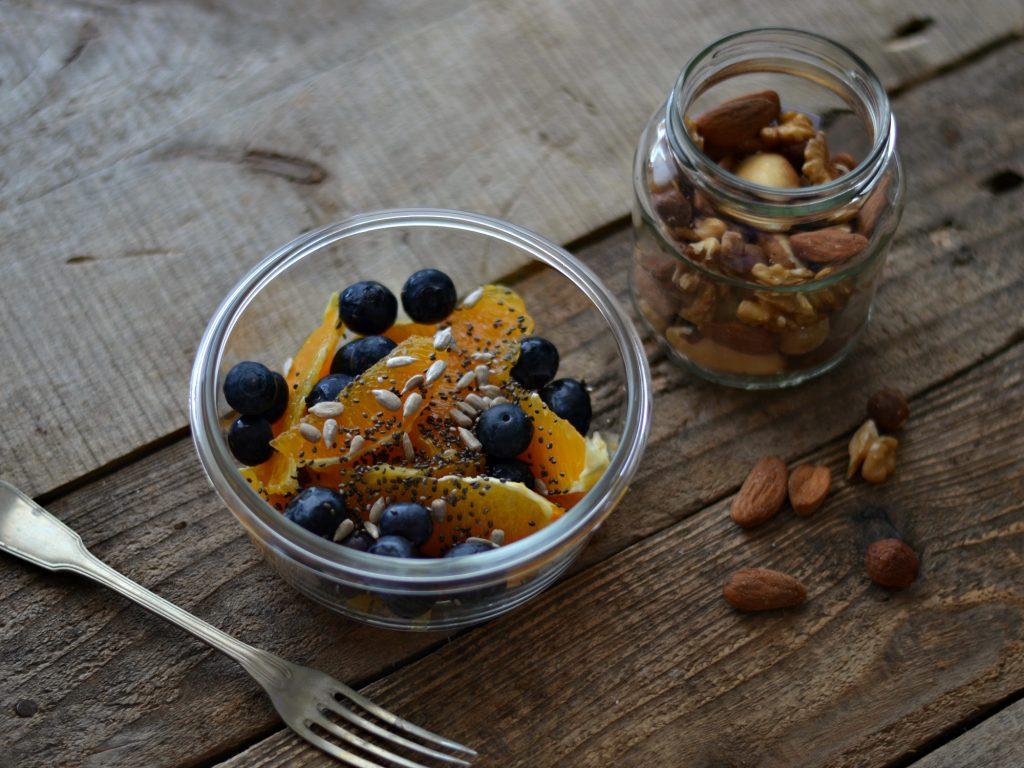 Compassionate Cuisine - Receitas vegetarianas - Snacks para Levar em Viagem - Fruta e Sementes