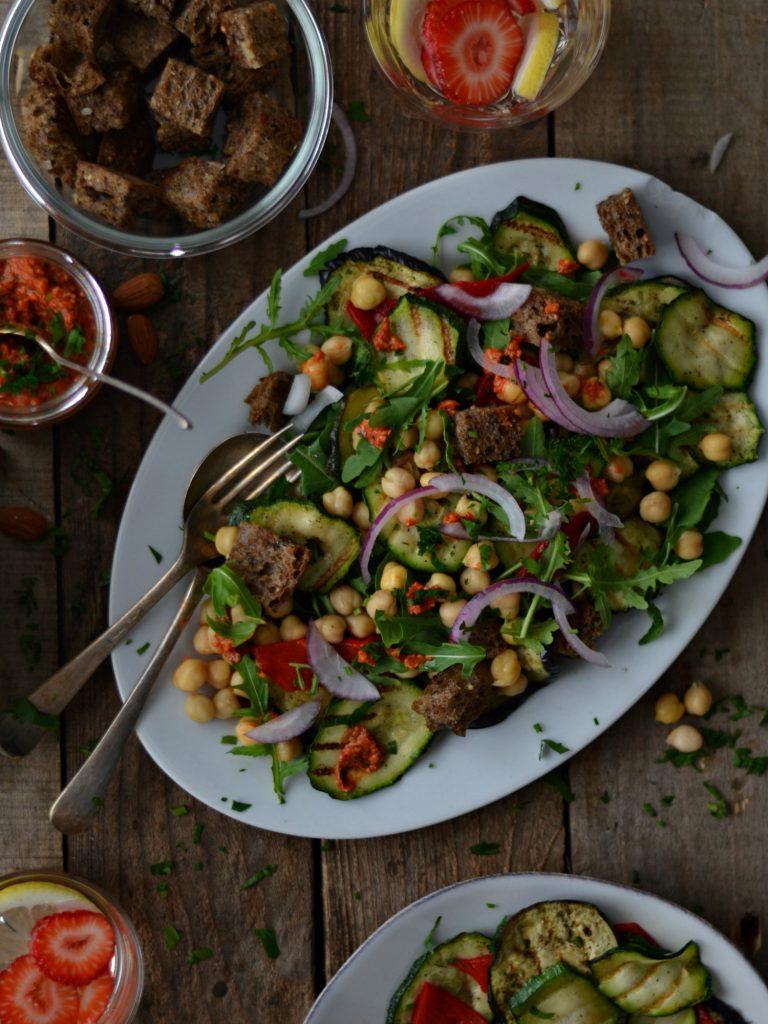 Compassionate Cuisine - Receitas vegetarianas - Salada de Grão, Legumes Grelhado e Molho Romesco