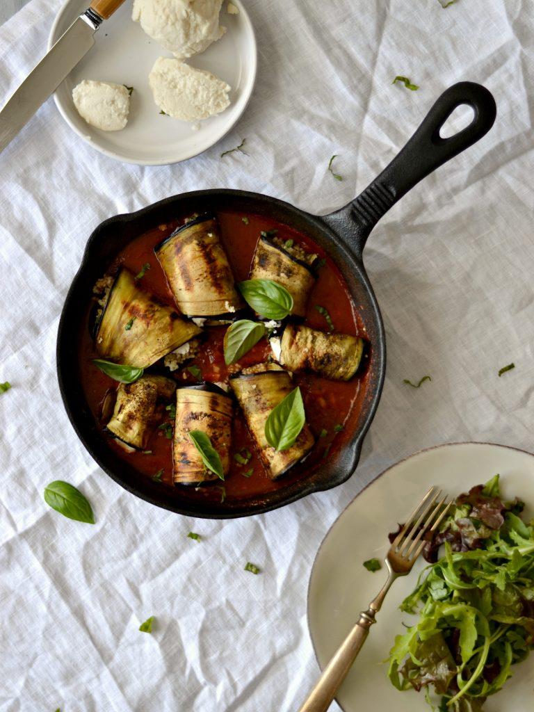 """Compassionate Cuisine - Receitas vegetarianas - Rolinhos de Beringela e Quinoa + a minha versão de """"Mozzarella"""""""