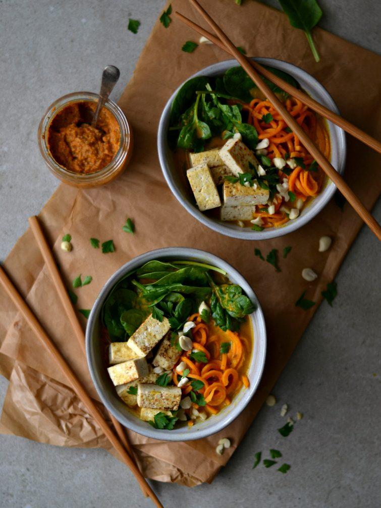 Laksa de Batata-Doce, Tofu e Espinafres