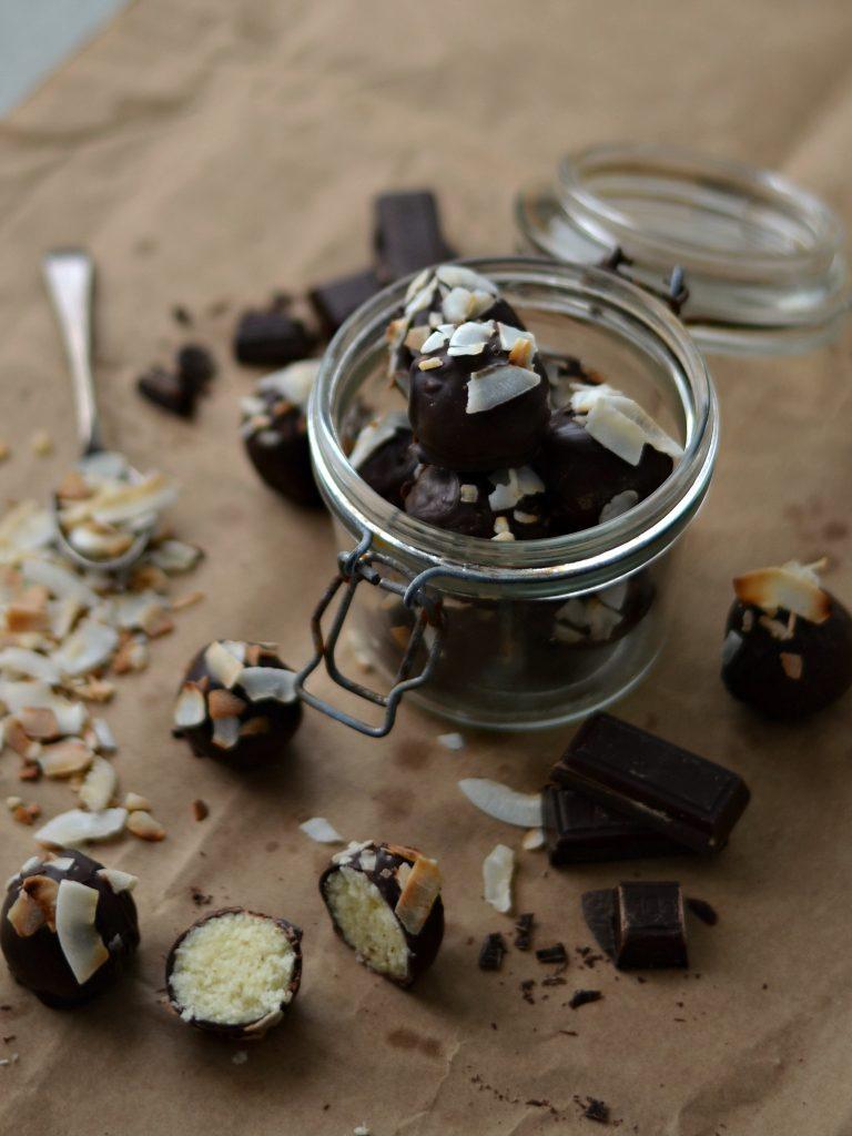 Compassionate Cuisine - Receitas vegetarianas - Trufas de Coco e Laranja