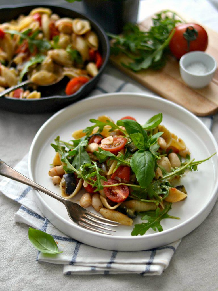 Compassionate Cuisine - Receitas vegetarianas - Massa com Feijão Branco, Tomate e Beringela