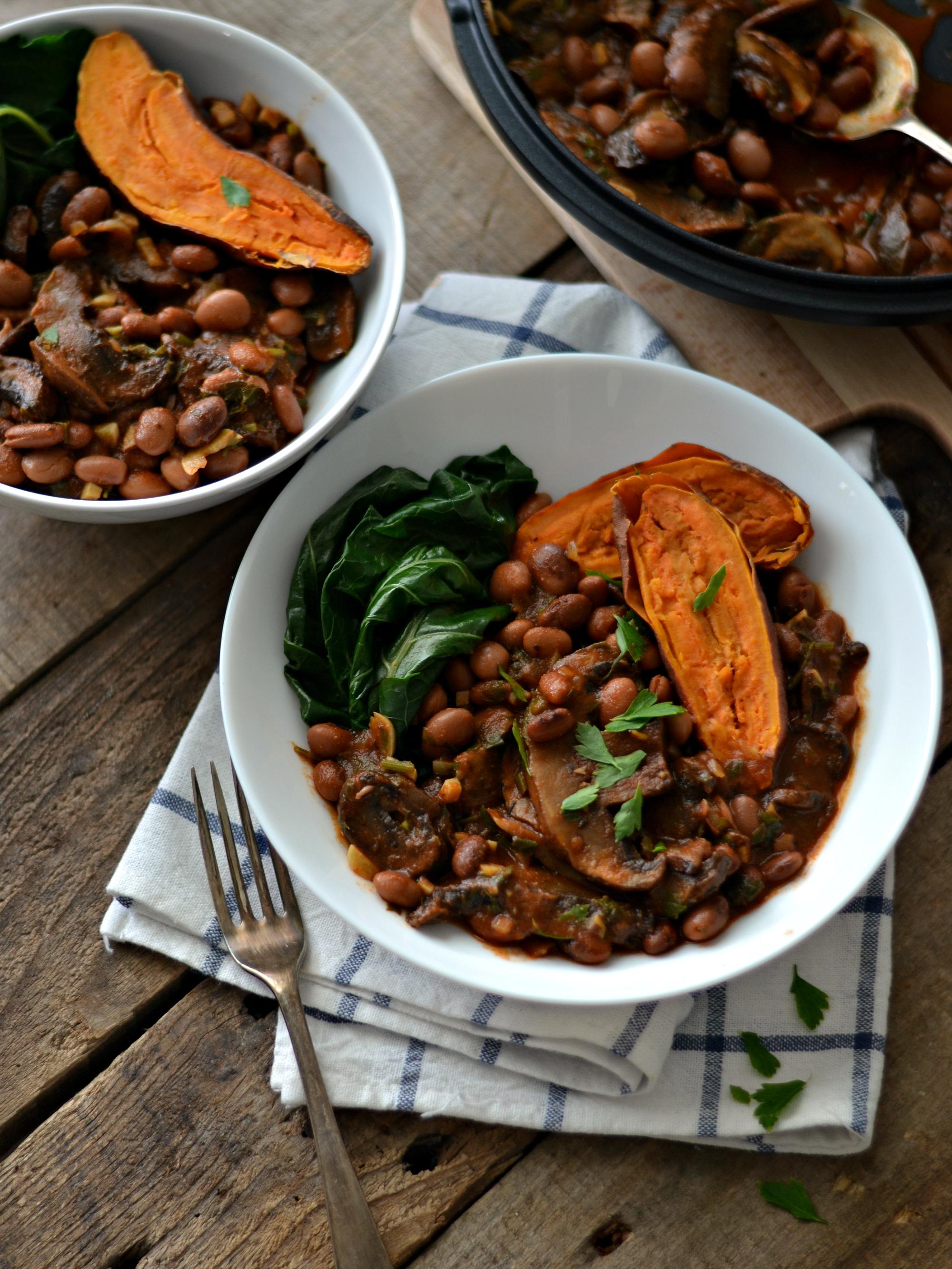 Compassionate Cuisine - Receitas vegetarianas - Feijoada de Feijão Manteiga com Cogumelos e Batata Doce