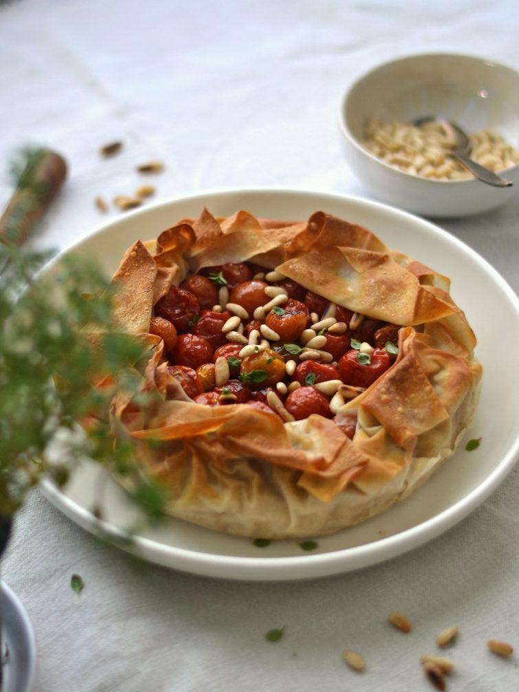 Tarte de tomate-cereja e húmus