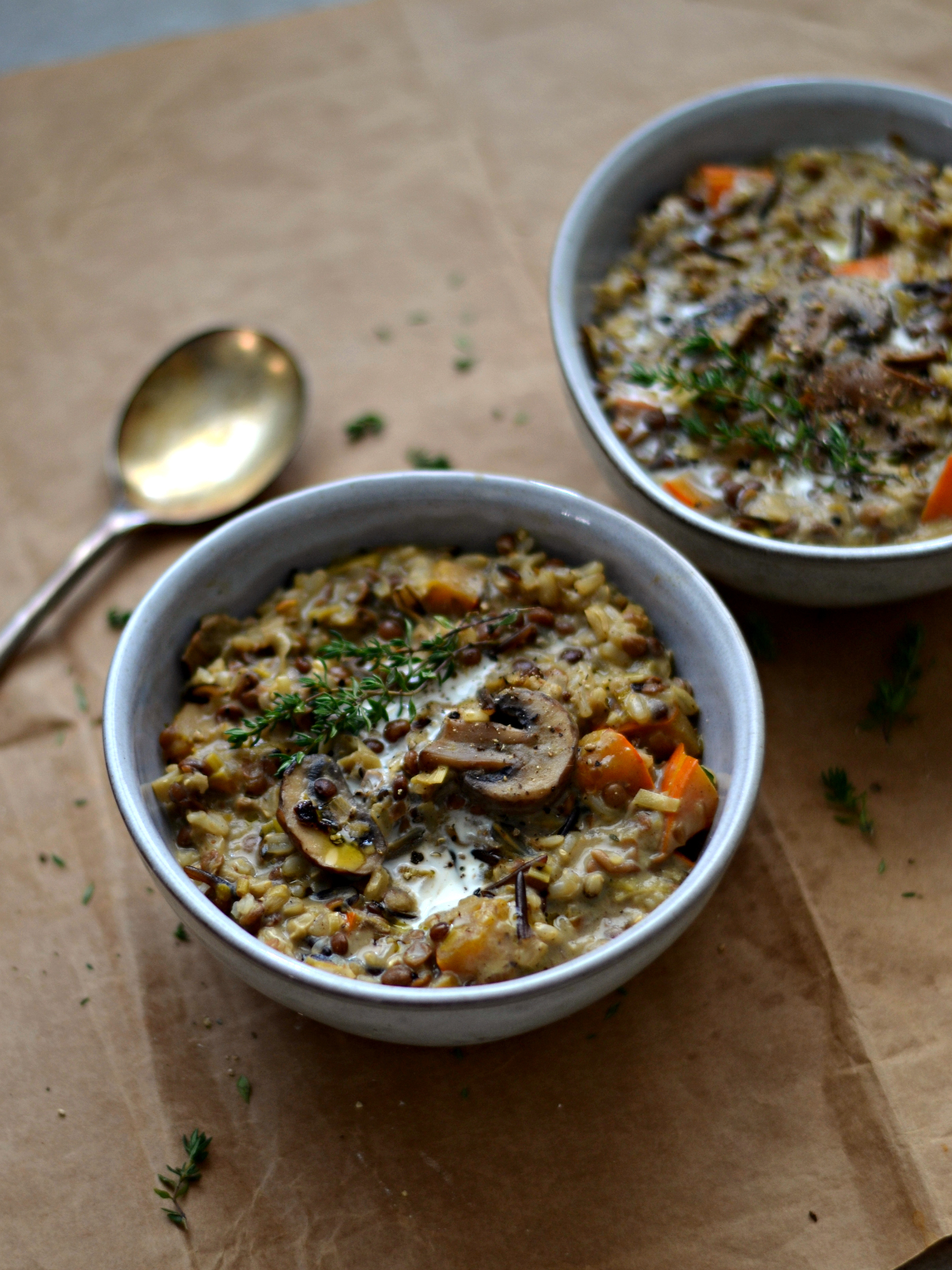 Estufado de lentilhas, arroz selvagem e cogumelos