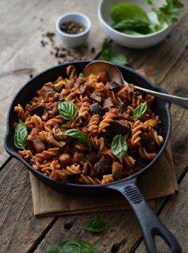 Pasta alla norma (massa com beringela salteada e molho de tomate) - Receita Vegetariana