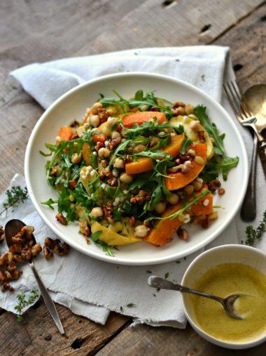Salada de abóbora e maçã assadas, cevadinha e grão-de-bico