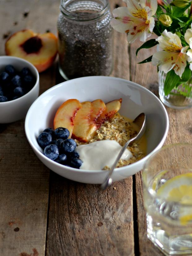 Novos hábitos - Aveia (ou muesli) demolhada em sumo de laranja com iogurte e frutas - Compassionate Cuisine - Receitas vegetarianas