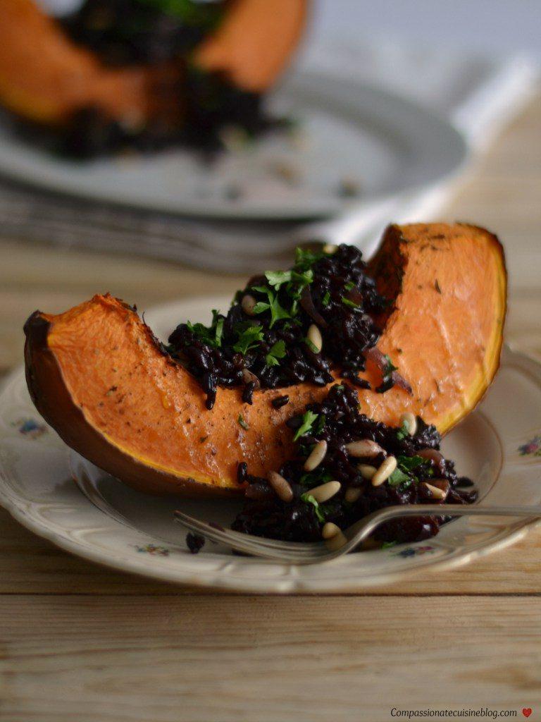 Compassionate Cuisine - Receitas vegetarianas - Abóbora recheada com arroz preto e pinhões