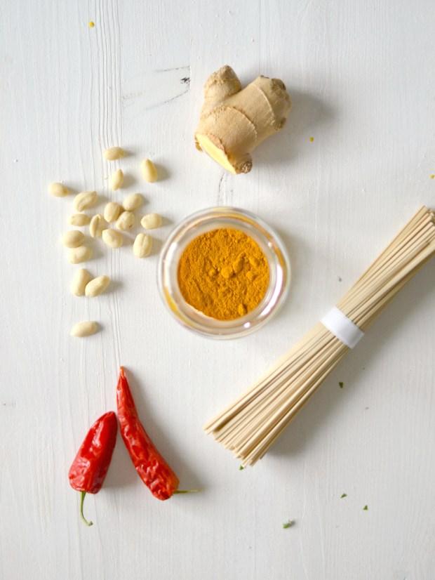 Compassionate Cuisine - Receitas vegetarianas - Caril com sabores tailandeses de noodles, tofu e amendoim