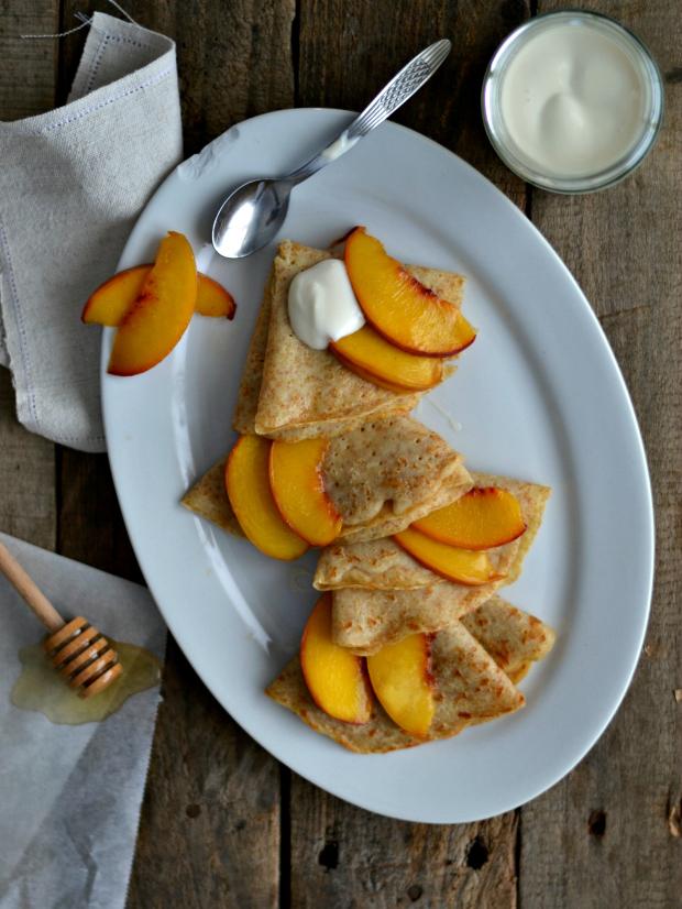 Compassionate Cuisine - Receitas vegetarianas - Crepes integrais com pêssego e iogurte