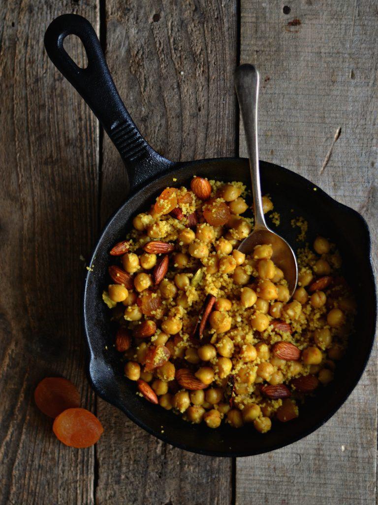 Compassionate Cuisine - Receitas vegetarianas - Cuscuz com grão, amêndoas e especiarias