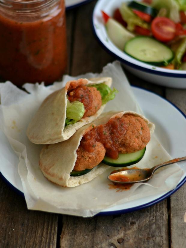 Compassionate Cuisine - Receitas vegetarianas - Falafels com molho picante de tomate