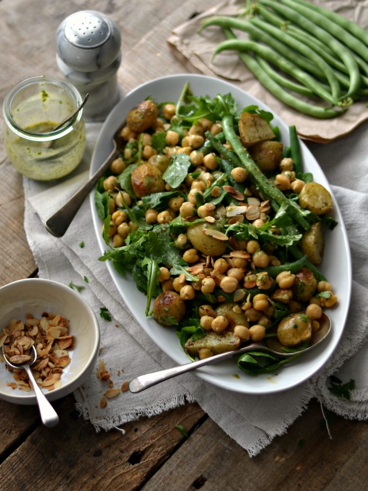 Feijão-verde com grão-de-bico e batata assada com vinagrete de mostarda