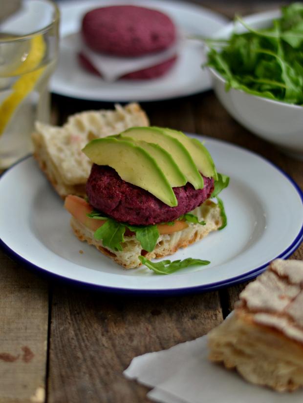 Compassionate Cuisine - Receitas vegetarianas - Hambúrgueres de beterraba