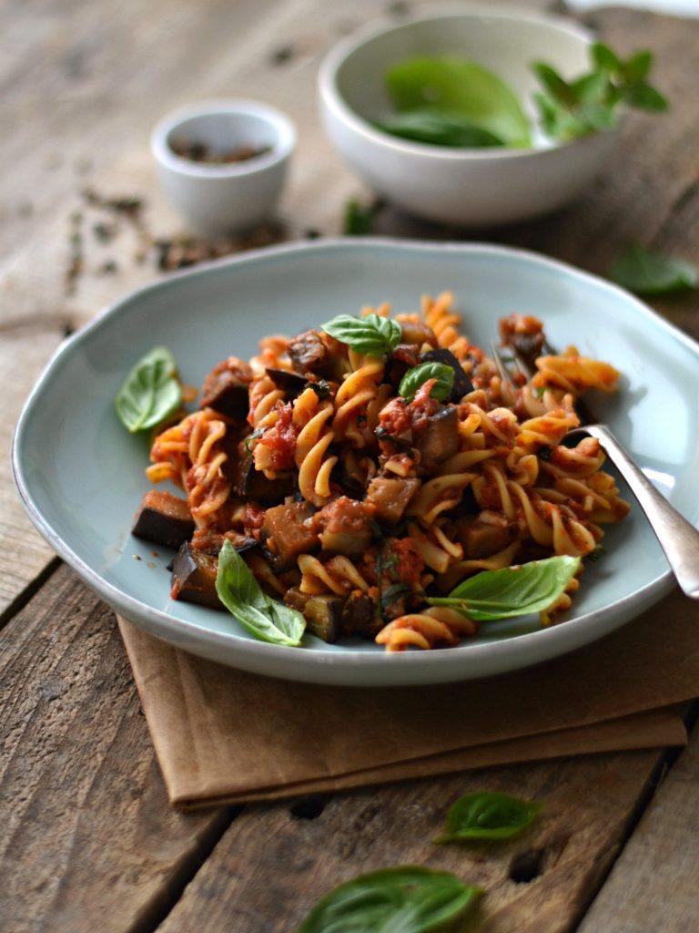 Compassionate Cuisine - Receitas vegetarianas - Pasta Alla Norma - Massa com Beringela Salteada e molho de tomate
