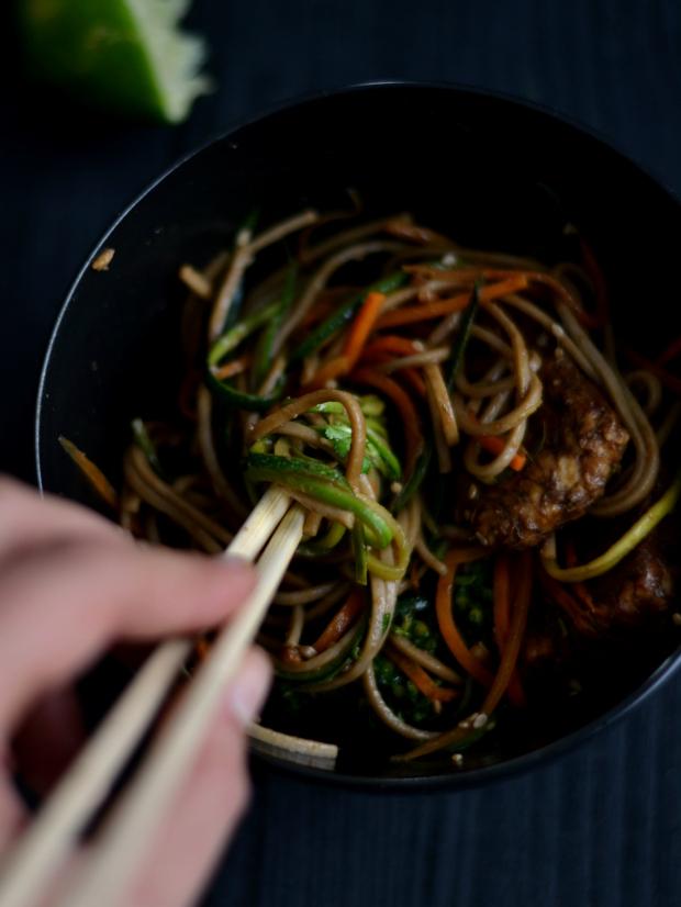 Por tentativa e erro - Soba noodles com tempeh - Compassionate Cuisine - Receitas vegetarianas