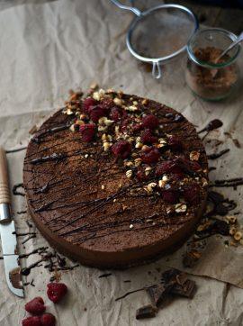 Bolo de chocolate com cobertura de mousse + Como fazer ganache - Receita Vegetariana