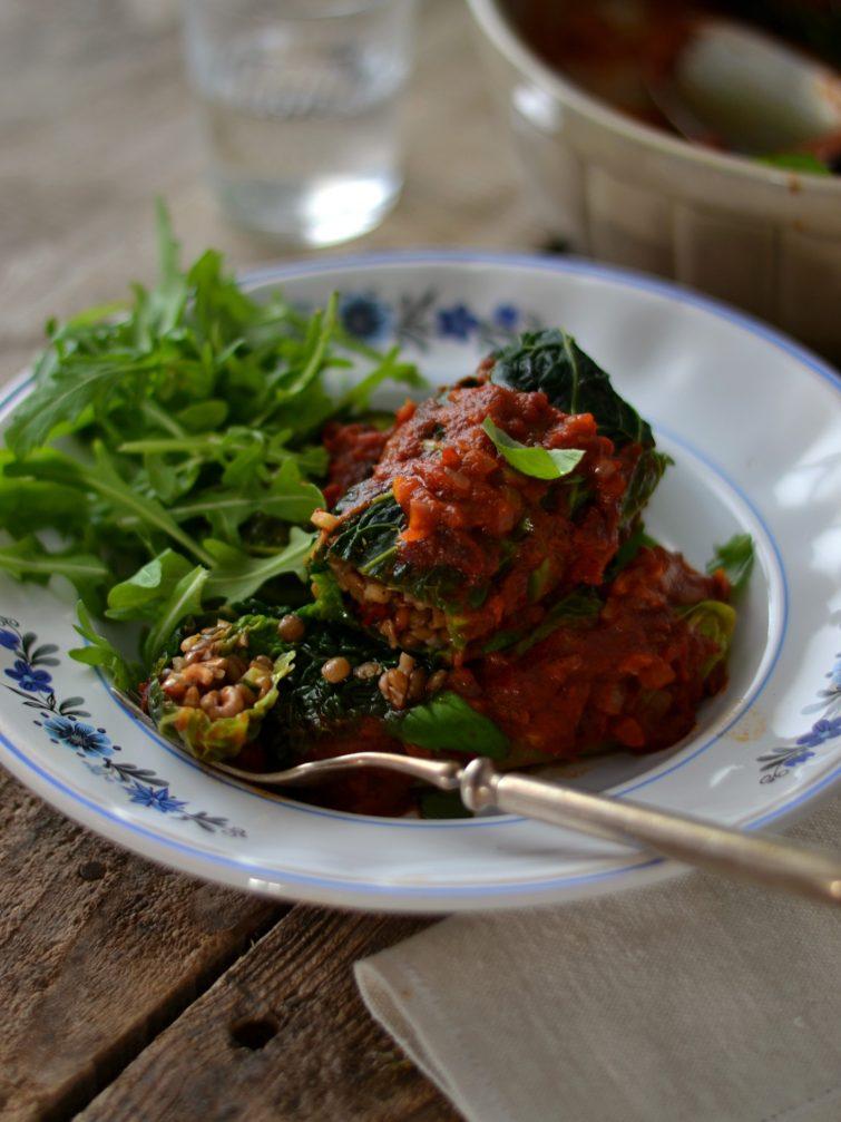 Rolinhos de Couve com Lentilhas, Nozes e Tomate Seco