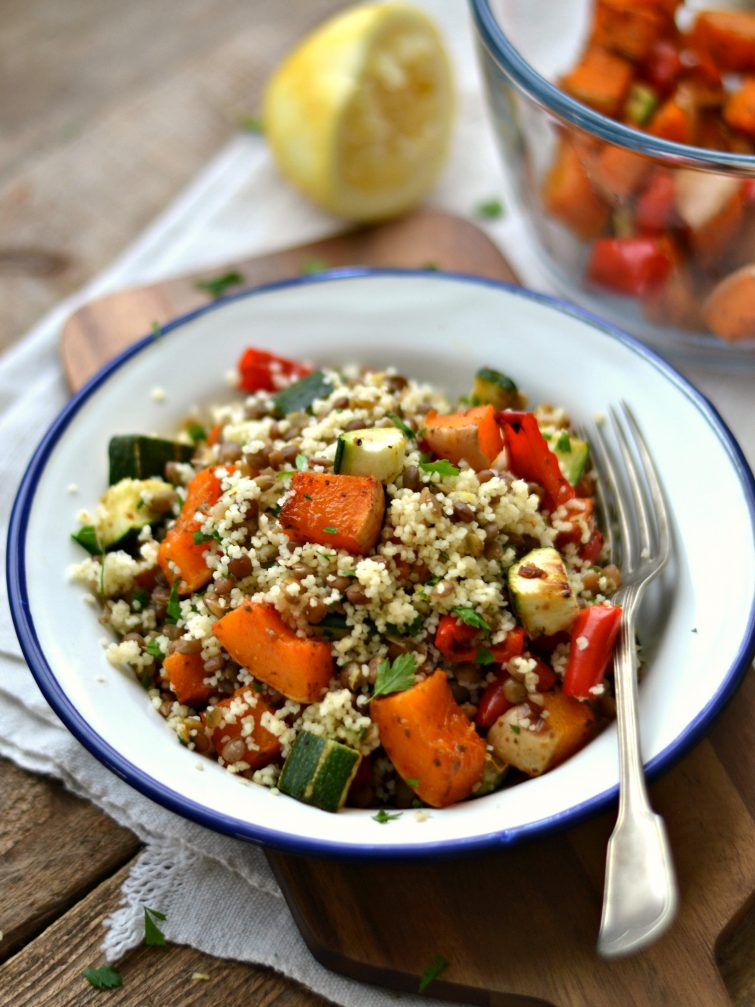 Salada de lentilhas e abóbora e curgete assadas