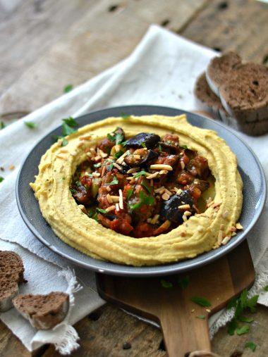 Húmus com Caponata (estufado de beringela com tomate e pimento)