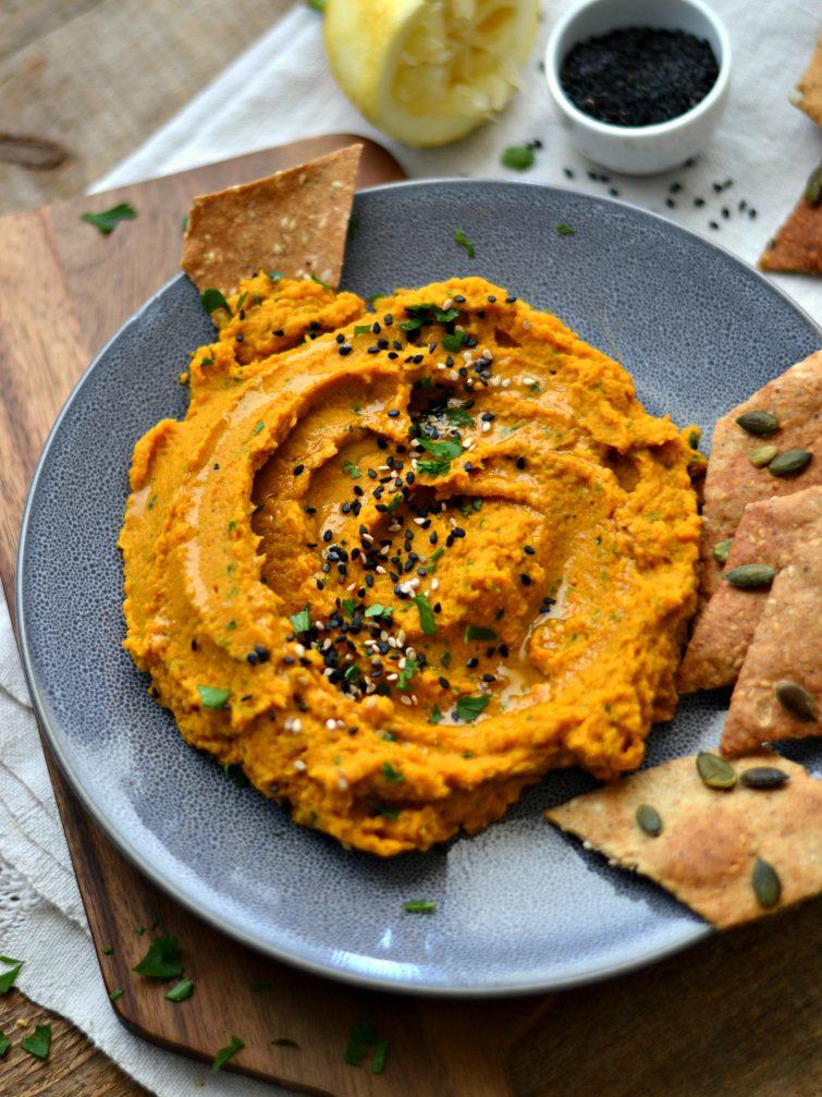 Húmus de cenoura e lentilhas + Crackers de centeio