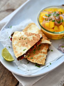 Quesadillas de feijão preto e pimento - Receita Vegetariana